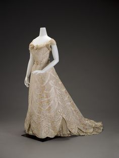 """G. and E. Spitzer (Austrian), """"Ball gown,"""" about 1900; Indianapolis Museum of Art, Gift of Mrs. Addison C. Harris, 32.189A-B"""