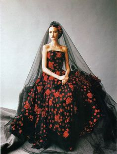 Mario Testino for Harper's Bazaar, 1993 mario testino, wedding dressses, fashion, nadja auermann, harper bazaar, red roses, gown, mariotestino, black