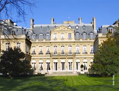 Pinner Sarah King recommends the U.S. Ambassador's Residence...not only America's home away from home in France, but has a fascinating history! #sfbinparis