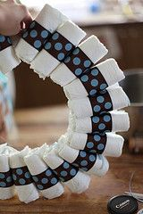 How to make a diaper wreath with rolled diapers