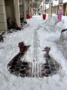 original pin says: Street Art Guitar-cool concept of removing snow
