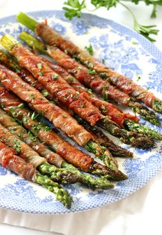 Prosciutto Wrapped Asparagus #appetizers #sidedish #asparagus #holidayside