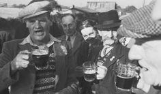 Singing at the Ship Inn - Alan Lomax & Peter Kennedy Recording 1953
