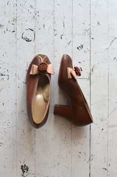 vintage 1940s shoes / leather 40s cuban heels / Dulcinea peeptoes
