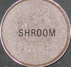 MAC MUST HAVE  SHADOW: SHROOM ♥