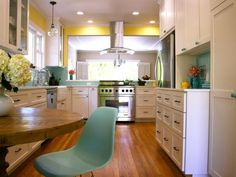 KITCHEN WITH YELLOW AND BLUE ACCENT COLORS