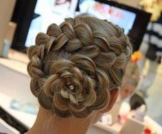 Week 6 of weeks of wedding trends 2013- Braids. Conch Shell Braid.