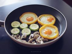 Eggs in peppers #low carb #atkins