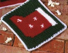 Free Crochet Pattern ~   Stocking Potholder or Hot Pad