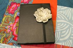 DIY Kindle cover!  I need to do this.