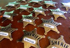 Love this idea!  Everyone can be a sheriff! birthday parti, badges, name tags, birthdays, buttons, sheriff badg, blog, countrywestern parti, birthday ideas