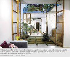 porta balcão ligando ambientes e jardim de inverno