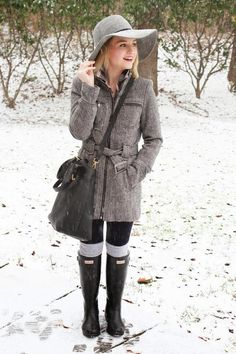 LoLus Fashion: Gorgeous Outfit Grey Warm Coat + Black Legging + L...