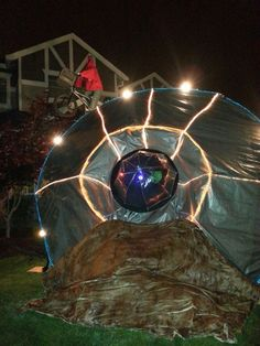 Our halloween alien spaceship yard decoration 2013 on for Alien decoration