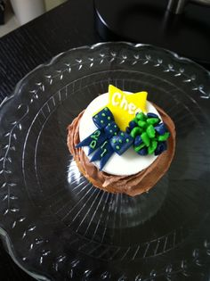 Cheerleading cupcake. Pom pom, star, and hairbow... I love this! Maybe for the morning of camp?:))