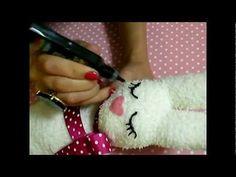 ▶ D.I.Y: A sock, a litte rabbit (conejitos hechos con calcetines) - YouTube