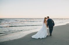 Blush & Champagne Charleston Beach Wedding at Wild Dunes Resort | #WildDunesWeddings | Renee Nicole Design + Photography | http://wilddunesweddings.com