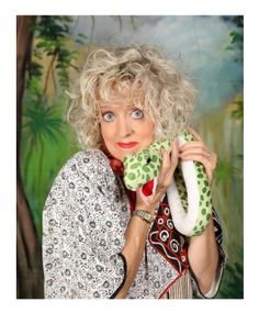 Karen Rae Kraut Wednesday, July 16, 4:00 to 5:00 p.m. This truly gifted story teller incorporates folktales, music, interpretive dance movement and audience participation in her whimsical, high energy shows, accompanied by virtuoso musician, Jay De Angelo.