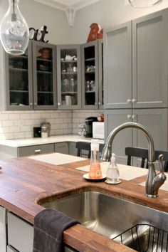 Two basin sink with shallow divider, sink idea via HouseTweaking.com