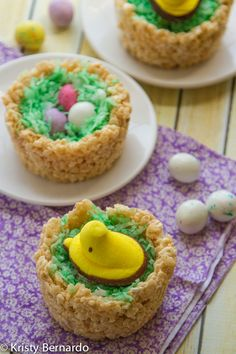 rice krispies easter nests - a chick sitting on easter eggs :) Click through to see the rice krispies peeps easter cake, too!