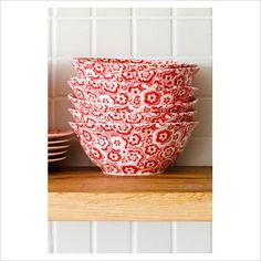 Red patterned bowls (and I'm sure plates too). Would make a great partner in mix and match dinnerset with red plates.