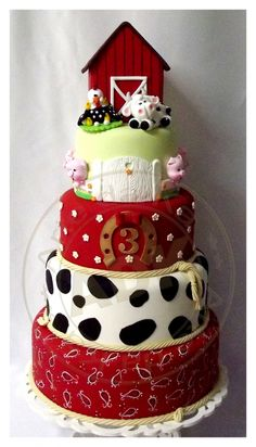 Three-tier adorable farm cake by Arte da Ka