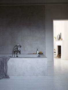 Id es d co maison mobilier on pinterest 63 pins - Beton cire sur mur salle de bain ...