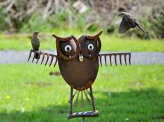 Just too cute!  Owl yard art made from old rake, & horseshoe - welding skills needed.