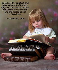 """""""Los libros son los más silenciosos y constantes amigos. Son los más accesibles y sabios consejeros, son los maestros más pacientes."""" Charles W. Eliot"""