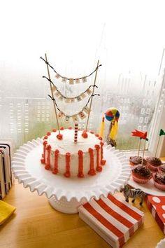 Circus Party Cake #SocialCircus
