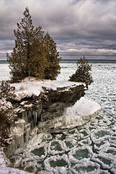 #CavePointPark, - a peculiarity with the ice crystals forming around the rocks beneath the rocky ledge that juts out into Lake Michigan.