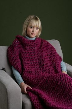 Not a Slanket and not a Snuggie, this blanket with armholes is the perfect 'people cozy'! Size S Speed Hook