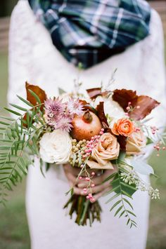 late fall bouquet by Rosemary & Finch Floral Design, photo by Jenna Henderson