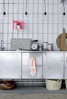 Tegels met roestvrijstalen keuken