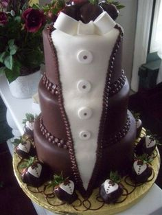 grooms cake so cute and chocolate covered strawberries are my fave! #yum #cakes #groomscakes