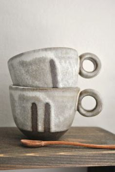 野村絵梨花「白鉄デミ」です。 Really want handmade coffee mugs!  Need to take a pottery class!;)