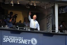 Vin Scully announces he will return to cover the #Dodgers for a 66th season in 2015: http://yhoo.it/1k81VQ6 #MLB #Sports #Baseball
