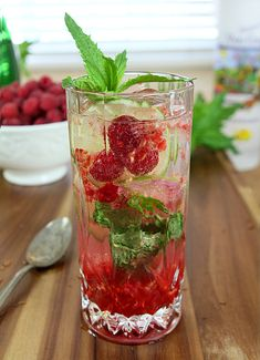 Raspberry Moscato Mojito. Fill up your glass with Bartenura Moscato and add the rest! #Bartenura #Moscato #Cocktail #Drinks