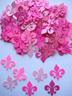 fleur de lis + pink :) awesome.