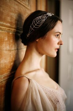 1920's Hairstyle Trend for the Romantic Bride   Arabia Weddings