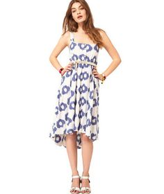 I wonder if I can find a pattern for this one?  7 Pretty Summer Dresses