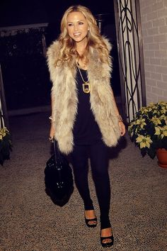 Style icon! She only wears wide legs, neutrals, and maxi everything with luxurious jewelry and platforms or boots! I want that to be my wardrobe! Slowly weeding out what doesn't fit into those categories.