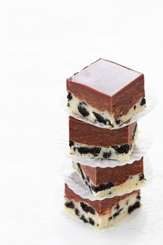 For the next time a truly serious choco craving strikes! :) Double-decker Oreo Chocolate Fudge. #fudge #chocolate #Oreos #cookies #candy #food #dessert