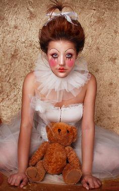 dee and dum costum makeup, halloween costume ideas, doll makeup, halloween costumes, doll hair, doll face, costume makeup, clown makeup, doll costum