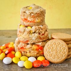 White Chocolate Candy Corn Cookie Bars.  With Candy Corn Oreos, Candy Corn M&Ms and candy corn, these are a great Halloween recipe for candy corn lovers! corn cooki, candi corn, cooki bar, candy corn, white chocolate, raw food recipes, chocol candi, chocolate candies, treat
