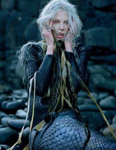 Kristen McMenamy  par Tim walker . W mag