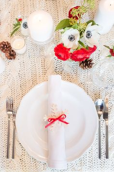 Learn how to make this napkin ring with our step-by-step tutorial. #Christmas #Holiday #TableSetting #DIY