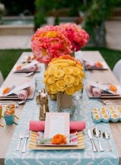 Centerpiece ideas for coral yellow blue wedding! #weddingdetails #yellow #centerpiece