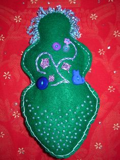 Free pattern for goddess doll... oh the possibilities of embellishing these!/Meli