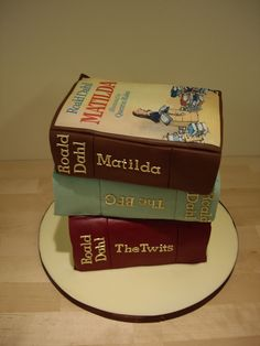 A brilliant cake stack of Roald Dahl books.(by The Foxy Cake Company)